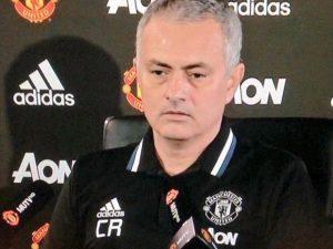 Lo special one Josè Mourinho sta con Ranieri dopo l'esonero.